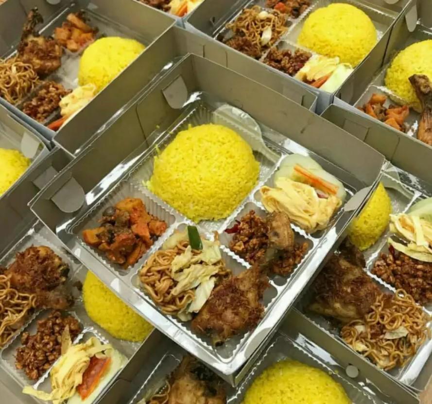 Paket Nasi Kuning Box Malang Beserta Pilihan Ragam Menu Olahannya